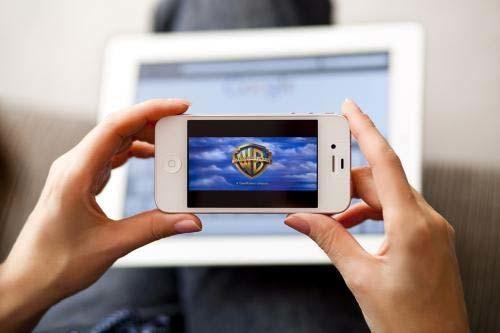 Social Network- 1 italiano su 2 è su Facebook- foto iphone - SocialWebMax