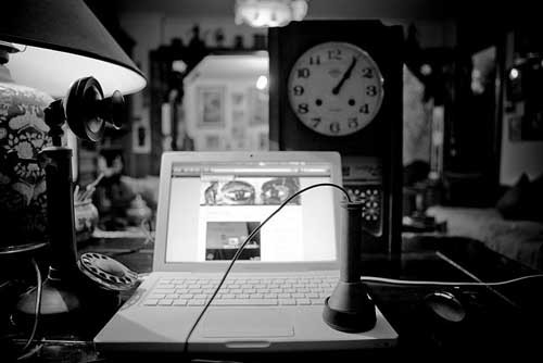Social Network- 1 italiano su 2 è su Facebook- foto vecchio tablet - SocialWebMax