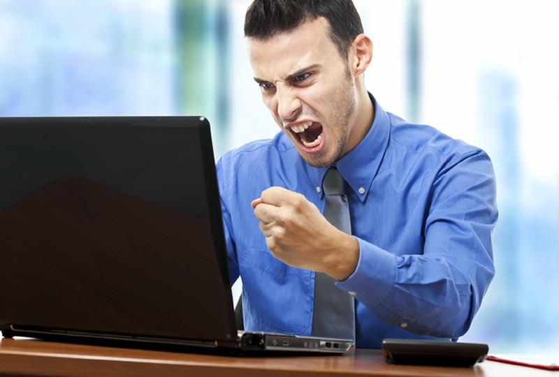odio e paura su facebook - SocialWebMax - rabbia